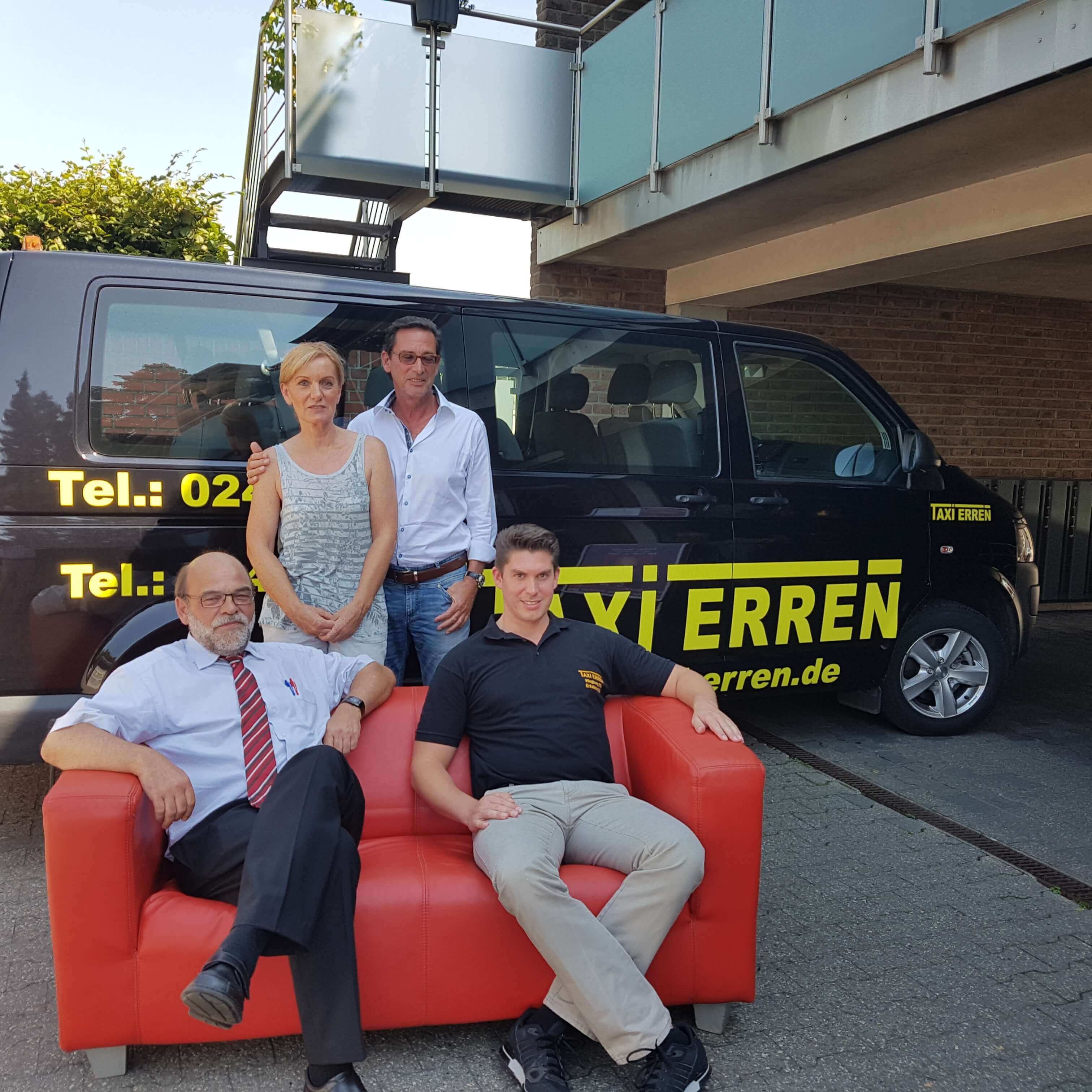 mit der roten couch beim familienunternehmen taxi erren in wegberg zu gast norbert spinrath. Black Bedroom Furniture Sets. Home Design Ideas